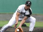 守備練習中の田中幸雄選手